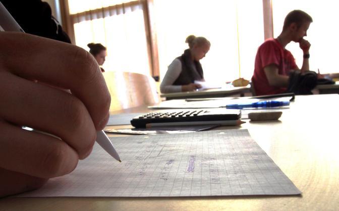 Matemaatikaülesannete lahendamine eksamil.
