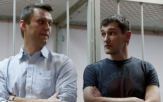Алексей и Олег (справа) Навальные в московском суде. Архив.