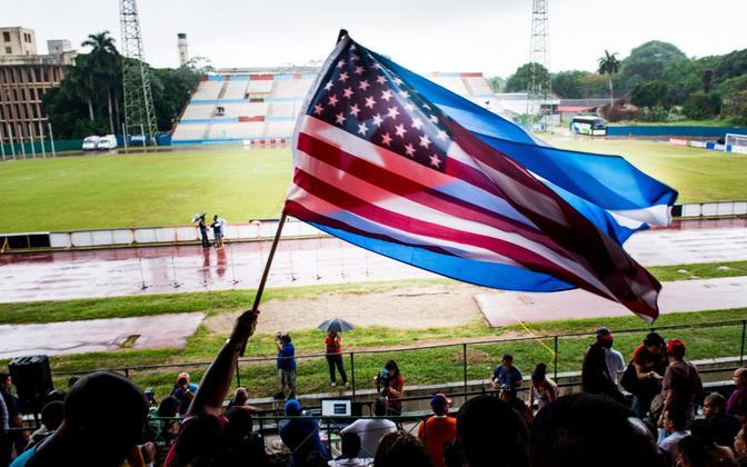 USA ja Kuuba lipud.