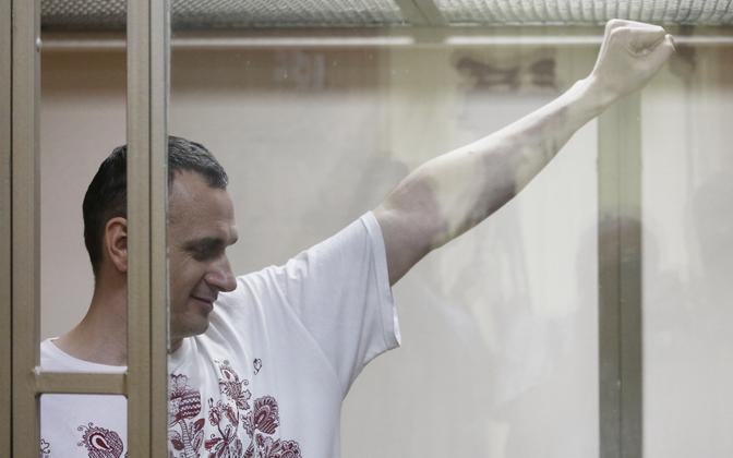 Oleg Sentsov 25. augustil kohtusaalis otsuse peale reageerimas