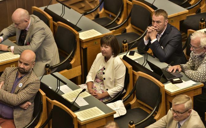 MP Heljo Pikhof (SDE) in the Riigikogu.
