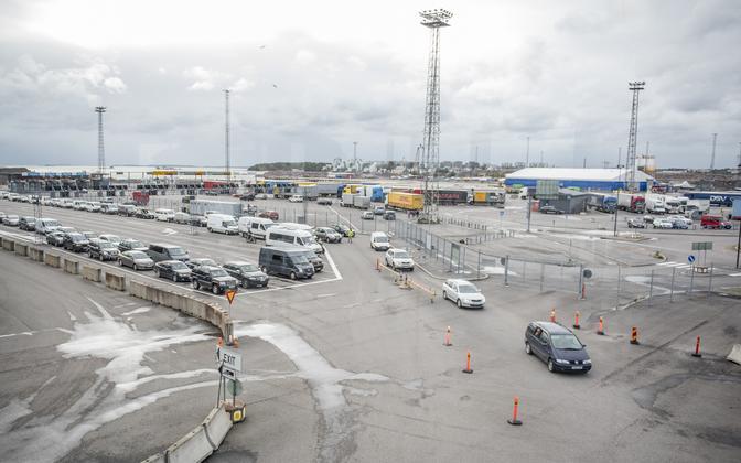 Autode järjekord Helsingi sadamas