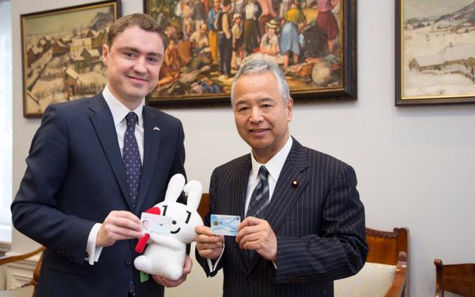 Taavi Rõivas and Japanese Minister of Finance Akira Amari