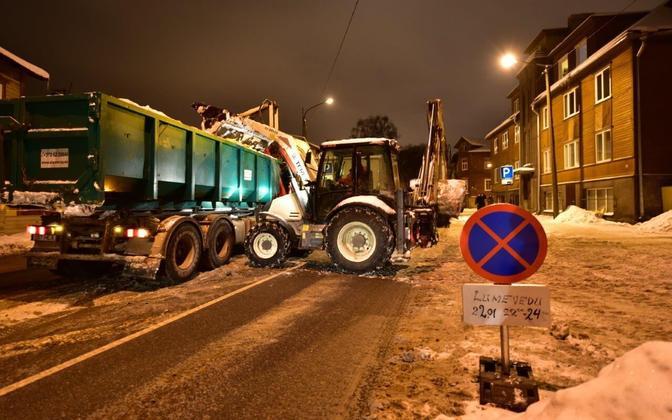 Уборка снега в Таллинне.
