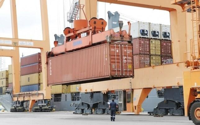 Экспорт и импорт бегут наперегонки.
