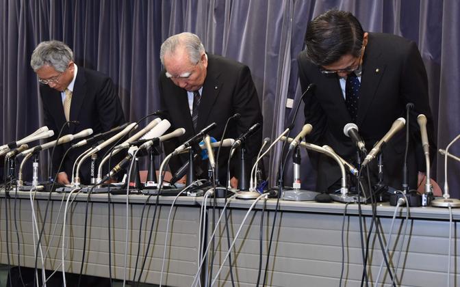 Suzuki juhid pressikonverentsil.