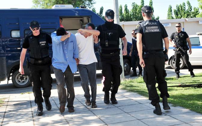 Kreeka politseinikud ja varjupaika palunud Türgi sõjaväelased.