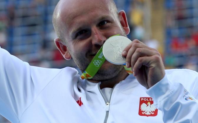 Piotr Malachowski Rio olümpiamängudelt võidetud hõbemedaliga