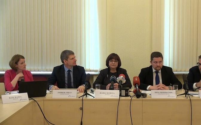 Rail Balticu projekti kolme riigi esindajad pressikonverentsil.