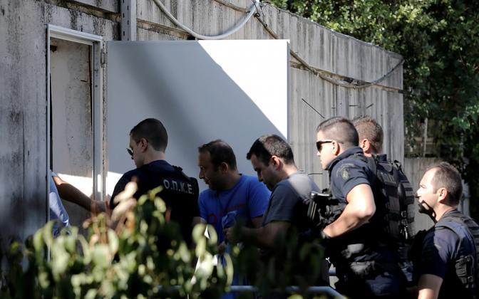 Kreeka võimuesindajad ja põgenenud Türgi sõdurid 27. juulil Ateenas.
