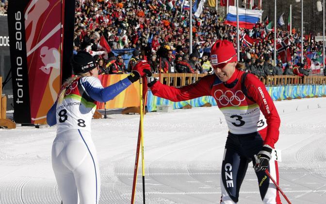Kristina Šmigun-Vähi ja Katerina Neumannova 2006. aasta Torino olümpiamängude 7,5 km + 7,5 km suusavahetusega sõidu finišis