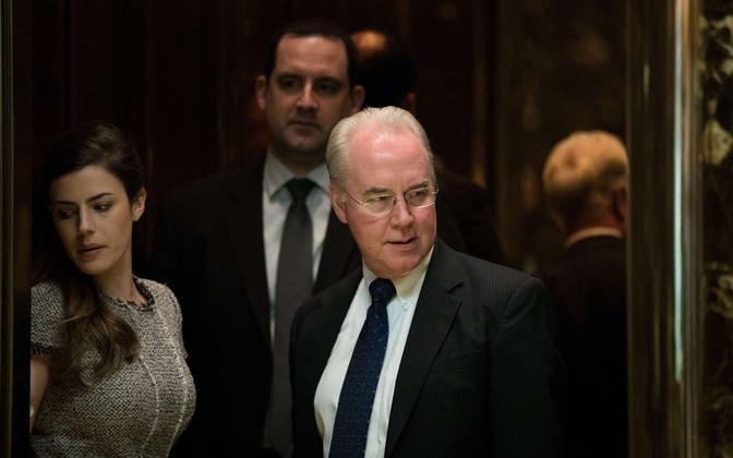 Tom Price 16. novembril Trump Toweris toimunud nõupidamiselt lahkumas.