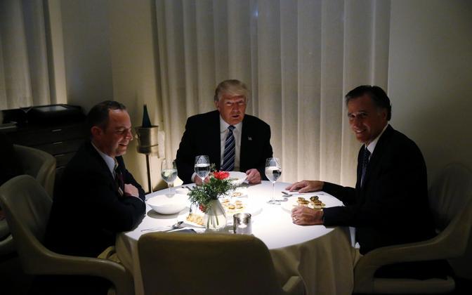 Reince Priebus, Donald Trump ja Mitt Romney Trumpi hotelli Jean-Georges'i restoranis.