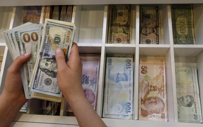 USA dollarid ja Türgi liirid.