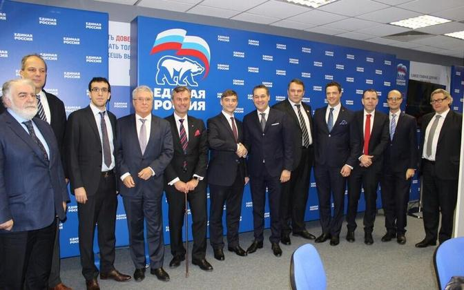 Austria Vabaduspartei ja Ühtne Venemaa Moskvas koostöölepet sõlmimas.