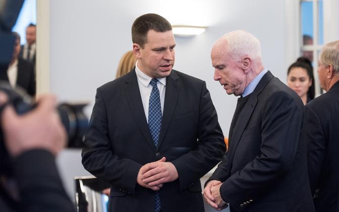 Senator John McCain (right) with Prime Minister Jüri Ratas, Dec. 27, 2016.