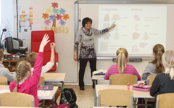Teacher teaching a third grade class. Photo is illustrative.