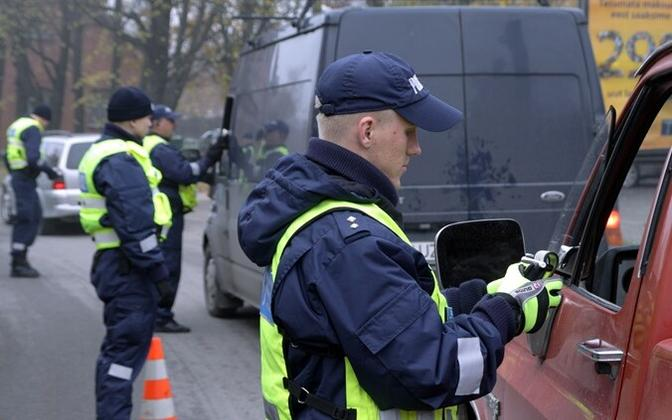 Police checking drivers' sobriety.