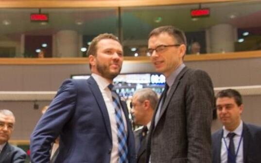 Defence Minister Margus Tsahkna (left) and Foreign Minister Sven Mikser at the joint session of the EU's defense and foreign ministers in Brussels, Mar. 7, 2017.