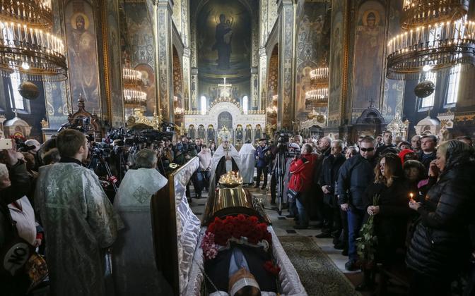 Kiievis saadeti viimsele teekonnale mõrva ohvriks langenud Vene poliitik.