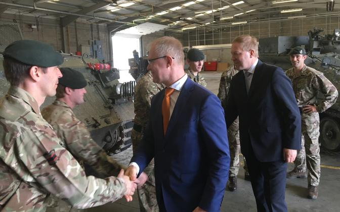 Hannes Hanso and Marko Mihkelson meeting with troops in the U.K. March 27, 2017.