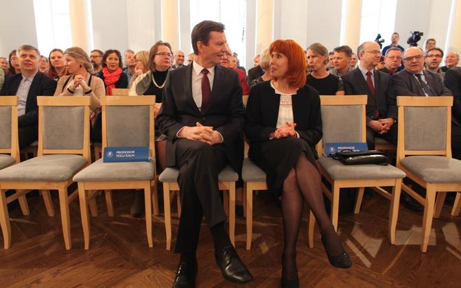 Volli Kalm (left) was re-elected rector on Wednesday, beating out candidate Margit Sutrop.