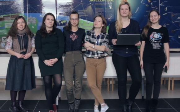 ESTCube-2 tugimeeskonnas töötavad (vasakult) Kapitolina Synytsina, Silva-Kristiin Kask, Kadri-Ann Valdur, Kadri Bussov, Triin Teppo, Karoli Kahn.
