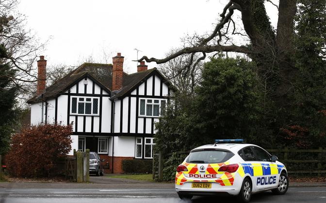 Politseiauto eksspioon Steele'i väidetava kodu juures.