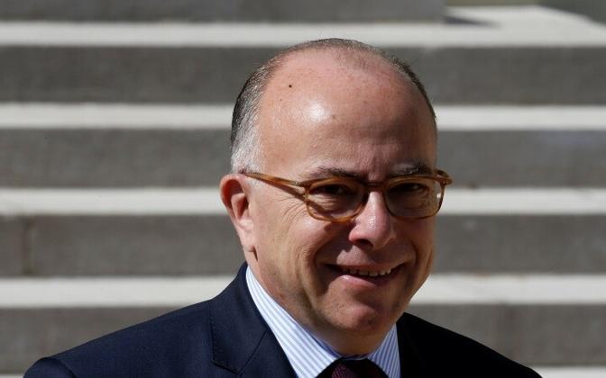 Премьер-министр Бернар Казнев представил заявление об отставке правительства президенту Франсуа Олланду