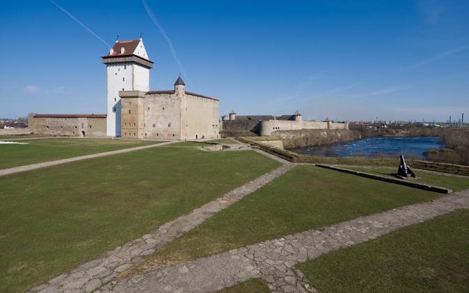 The Narva and Ivangorod citadels.