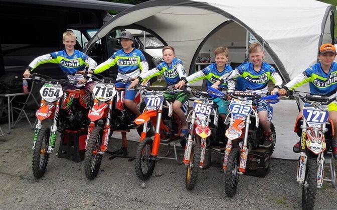 Noored Eesti krossimehed (vasakult): Mikk Martin Lõhmus, Romeo Karu, Richard Paat, Romeo Pikand, Joosep Pärn, Mark Peterson