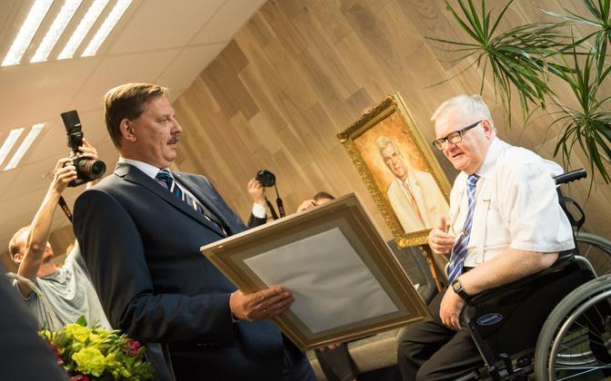 Tallinna linnapea kohuseid täitev Taavi Aas Edgar Savisaare sünnipäeval.