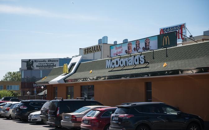 Lasnamäe McDonald's on hädas külastajaid ja töötajaid hirmutava noortekambaga.