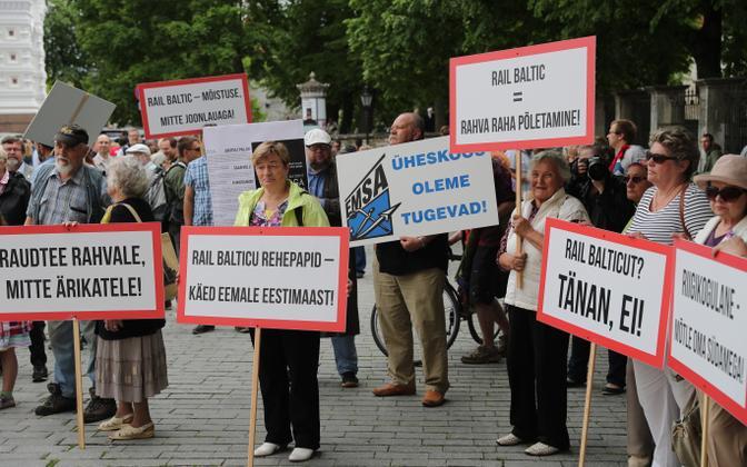 Противники строительства Rail Baltic.