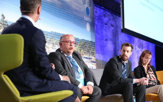Arutelu EL-i andmemajanduse poliitika kujundamisest (Wojciech Wiewiórowski vasakult teine)