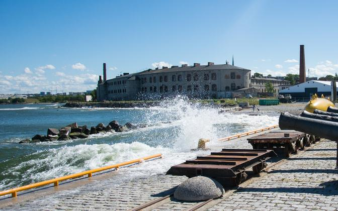 Waves caused by Viking FSTR hitting the pier at Tallinn's Seaplane Harbour.