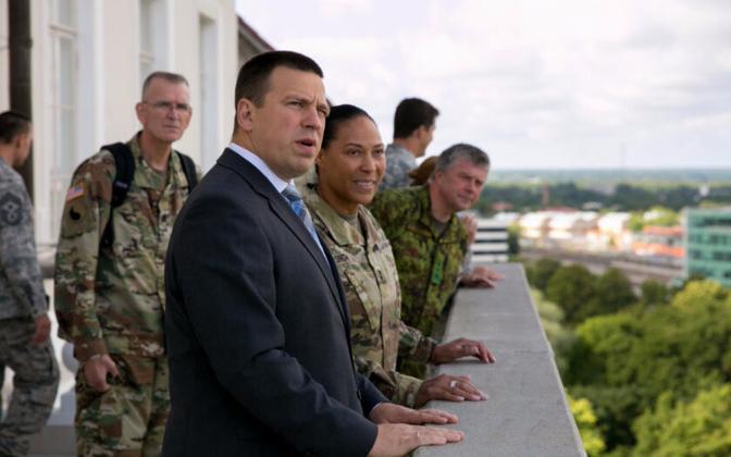 Prime Minister Jüri Ratas with Commander of the Maryland Army National Guard Maj. Gen. Linda Singh.