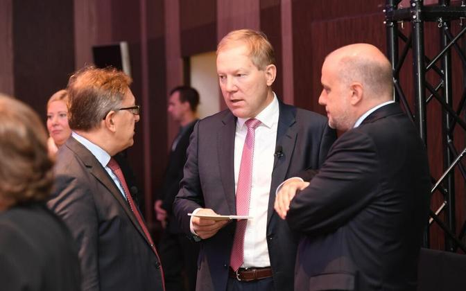 Marko Mihkelson (center) and Minister of Defence Jüri Luik (IRL, right), Sep. 8, 2017.