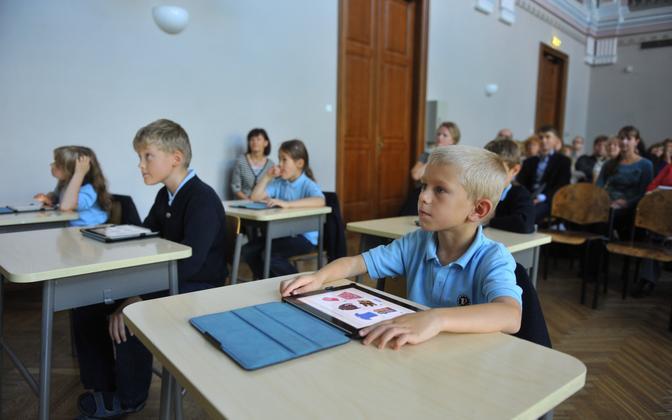 Eesti esimese digiõpiku esitlus Tallinna Reaalkoolis 10. septembril 2012.