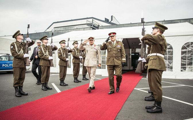 NATO Euroopa vägede ülemjuhataja asetäitja kindral James Everard ja Eesti kaitseväe juhataja kindral Riho Terras.