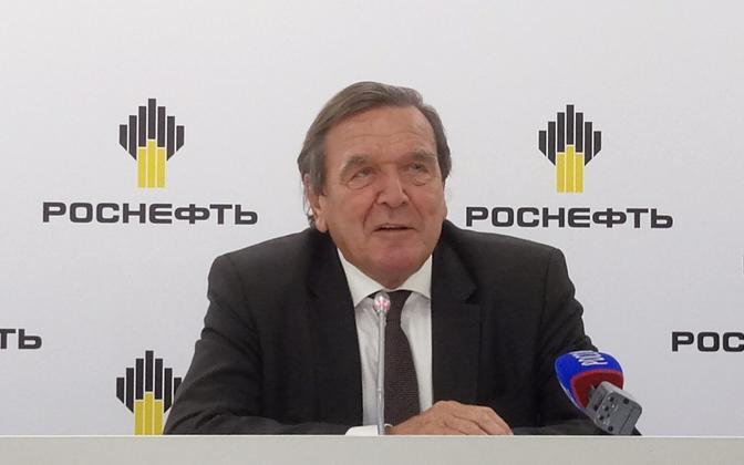 Gerhard Schröder pressikonverentsil Peterburis 29. septembril.