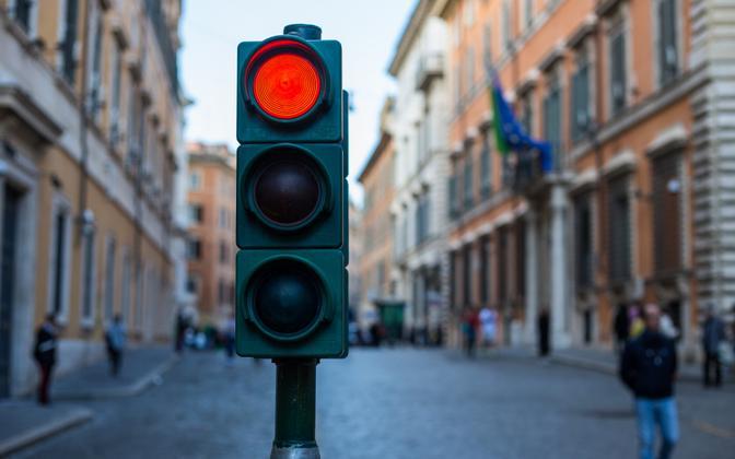 За игнорирование красного света светофора – штраф 40 евро