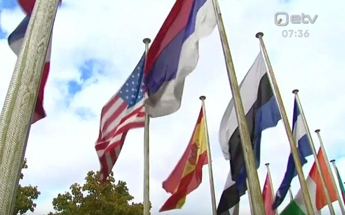 Tagurpidi lipp UNESCO hoone ees