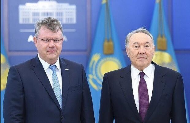Heiti Mäemees with former, long-term President of Kazakhstan Nursultan Nazarbajev.