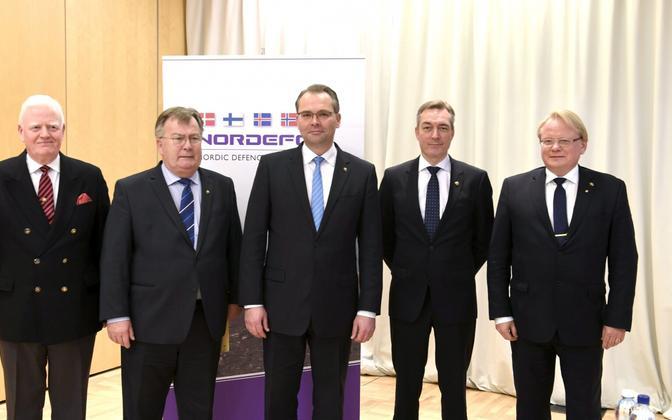 Kaitseministrid 6. novembril Helsingis (vasakult): Arnor Sigurjonsson (Island), Claus Hjort Frederiksen (Taani), Jussi Niinistö (Soome), Frank Bakke-Jensen (Norra), Peter Hultqvist (Rootsi).