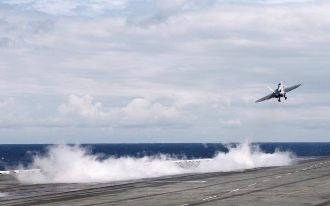 Sõjalennuki start USA lennukikandja USS Ronald Reaganilt 19. oktoobril USA ja Lõuna-Korea õppuse ajal.