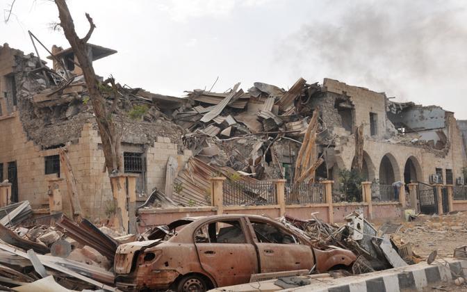 Lahingutes purustatud Der Ezzori linn.