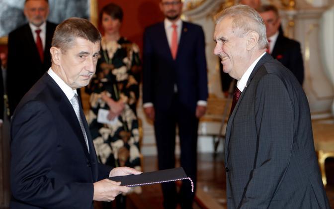 Tšehhi president Miloš Zeman (p) ja Andrej Babiš (v).