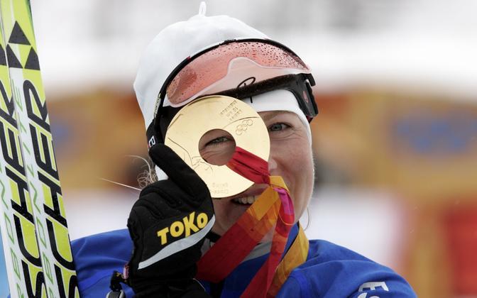 Kristina Šmigun-Vähi Torino olümpiakullaga