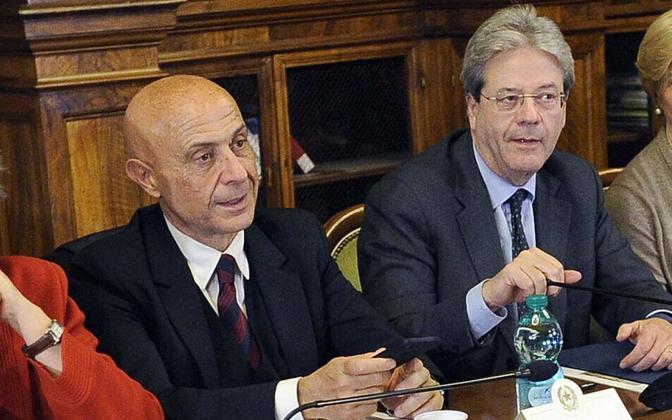 Itaalia siseminister Marco Minniti (vasakul) ja peaminister Paolo Gentiloni.